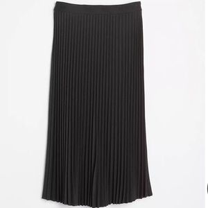 NWT | LOFT | Charcoal pleated skirt